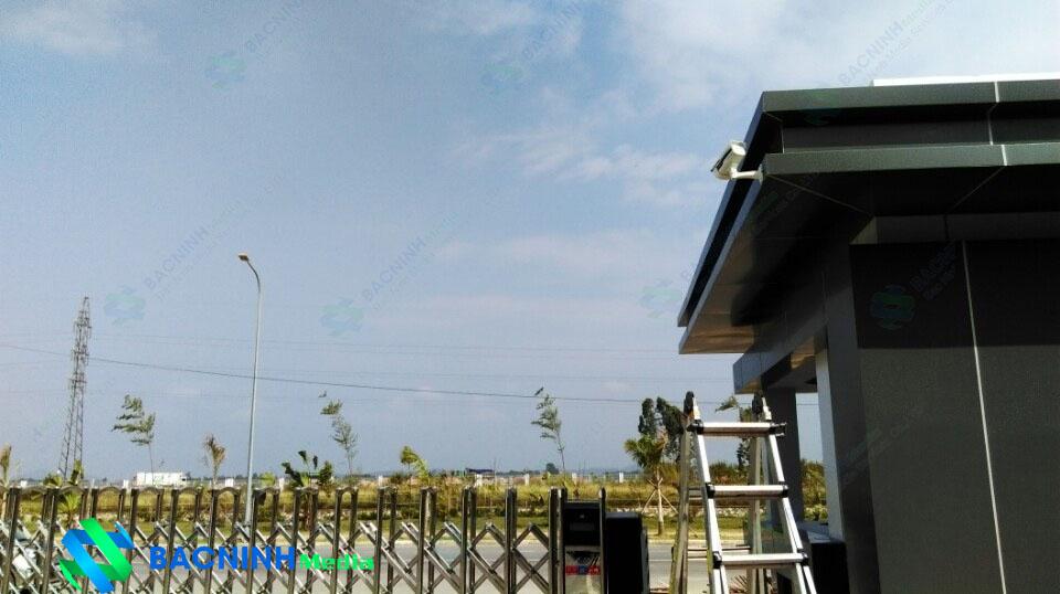 Hệ thống mắt camera bên ngoài xưởng vị trí cổng vào công ty