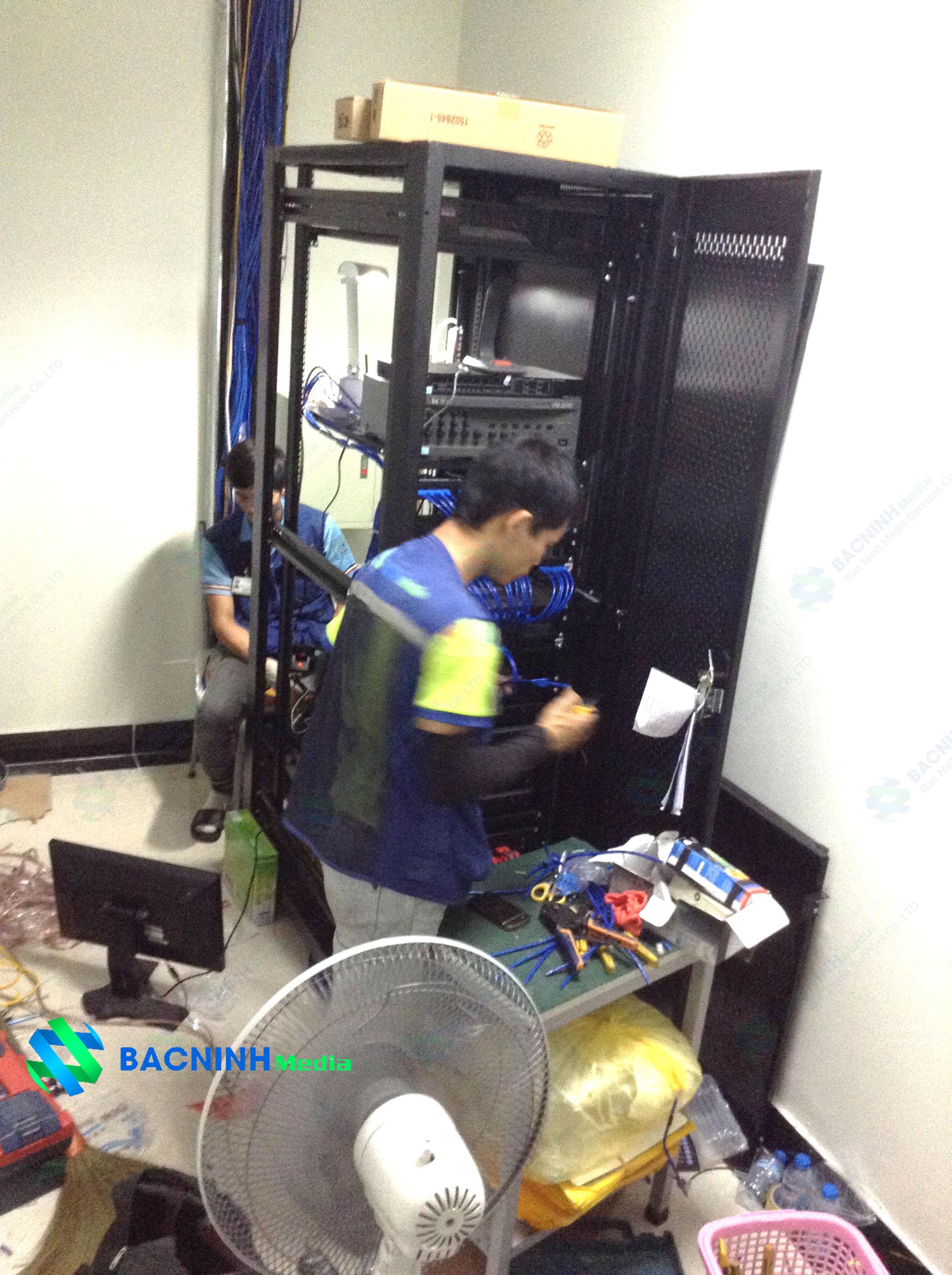 Lắp đặt tủ mạng nơi đặt các thiết bị cần thiết