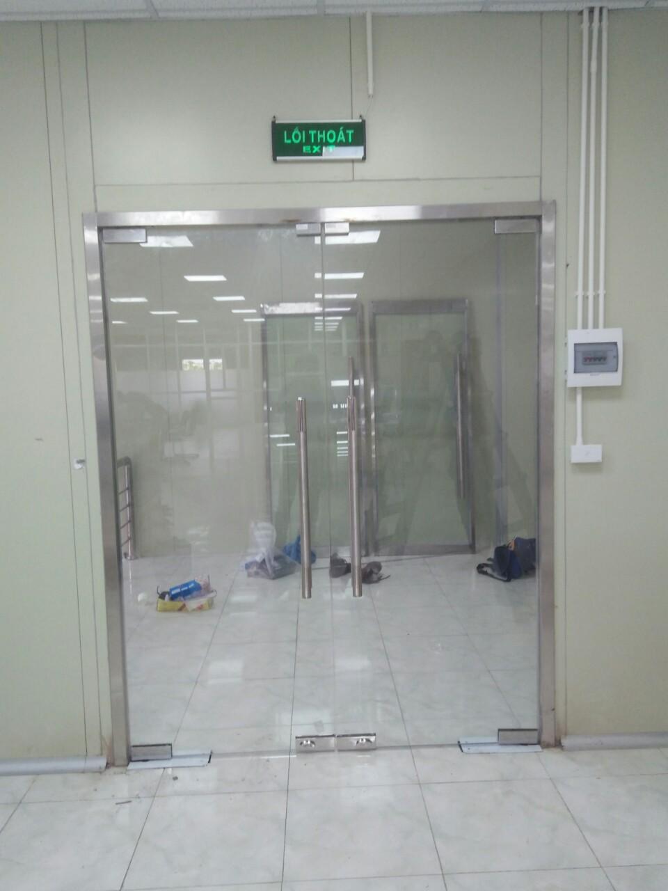 Thi công lắp đặt hệ thống cửa thủy lực tự động cho công ty Mechatech