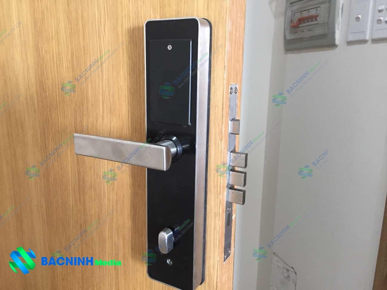 khóa cửa từ