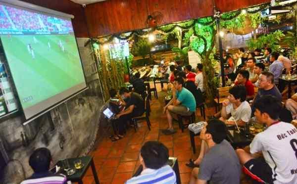 máy chiếu cafe bóng đá