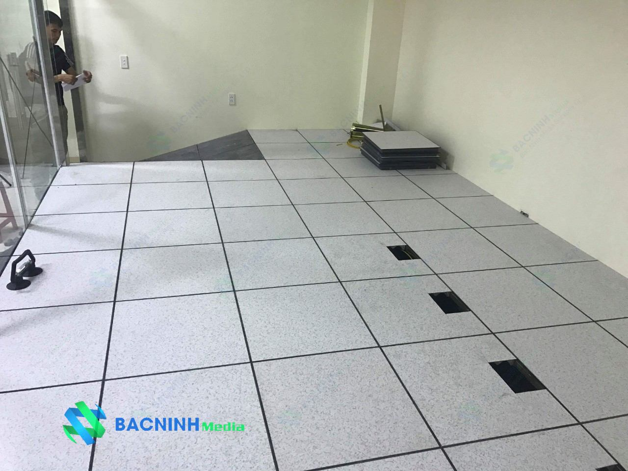 Sàn nâng kỹ thuật bề mặt hoàn thiện phủ HPL/PVC | Phòng sạch Việt Nhật