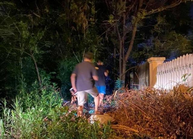 Huy động tổng lực tìm kiếm cháu bé 2 tuổi bị lạc ở công viên - 2